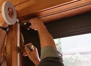Как самостоятельно выбрать и установить уплотнительный контур на входную дверь
