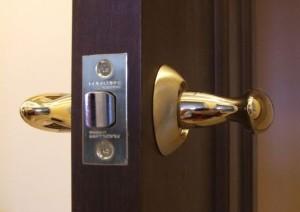 Основные нюансы выбора замка для межкомнатной двери