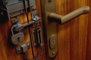 комбинированные замки для входной двери