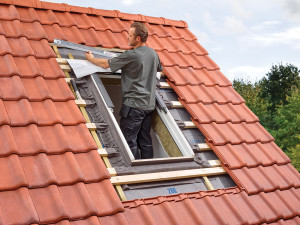 Как правильно выбрать и установить мансардное окно