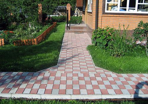 Преимущества использования тротуарной плитки для обустройства приусадебных дорожек