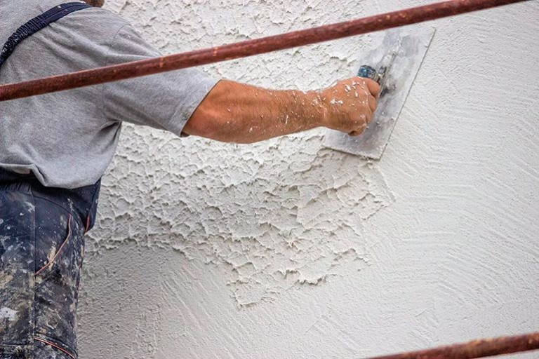Некоторые рекомендации по удалению старого штукатурного покрытия со стеновых поверхностей